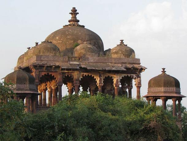 The impressive Battis Khamba Chhatri is alleged to be the place where Hammir Singh would hold his audiences. (Abhipalsinghjadon1 / CC BY-SA 4.0)