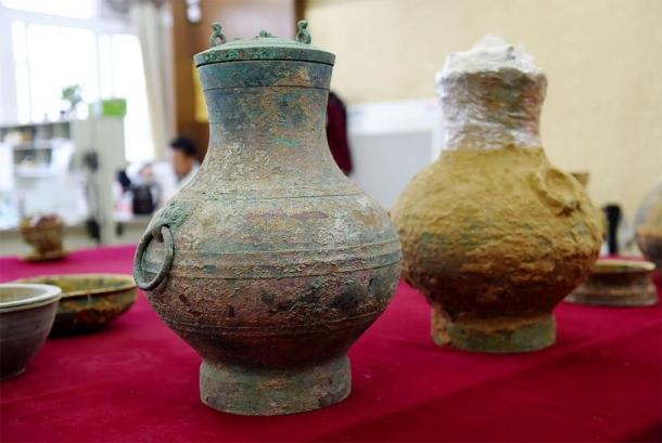 A pair of bronze pots, one containing the first real example of an ancient Chinese elixir of life, were unearthed from a Western Han Dynasty tomb in Luoyang, Henan Province. (VCG)