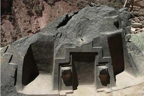 """The strange, almost out of place, stone altar at Ñaupa Iglesia, in Peru's Sacred Valley, whose three precision-cut """"chambers"""" each align to certain azimuths, and thus specific celestial bodies during the year, in a similar vein to the Sigiriya complex and to the monuments of Egypt. (Misterios Con Xana/ CC BY NC SA 3.0)"""