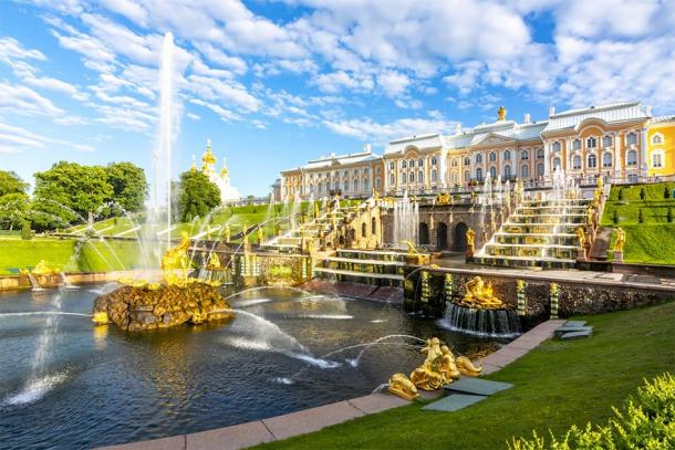 Grand Cascade of Peterhof Palace and Samson fountain, St. Petersburg, Russia (Mistervlad / Adobe Stock)