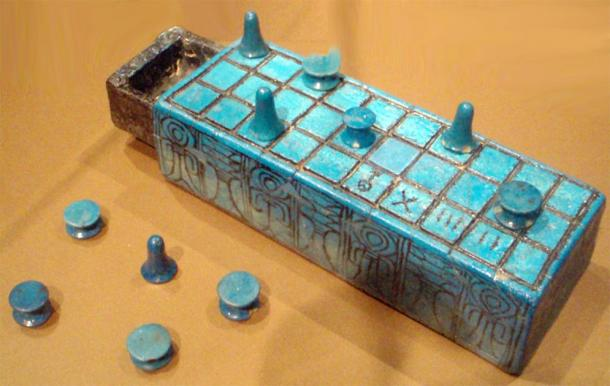 Faience senet board and playing pieces inscribed with the name of Amunhotep III. Reportedly from Thebes, and possibly from his tomb. (Keith Schengili-Roberts / GNU Free Documentation License )