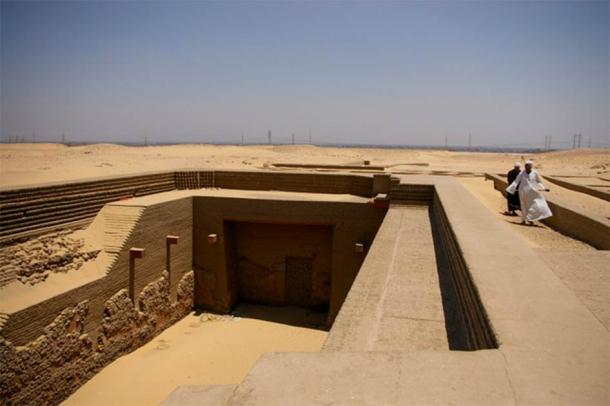 Restored tomb of the Pharaoh Den, lacking the original burial mound. (E M. / CC BY 2.0)