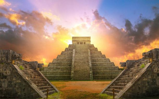 The Maya pyramids (El Castillo center) at the site of Chichén Itzá. (IRStone / Adobe stock)
