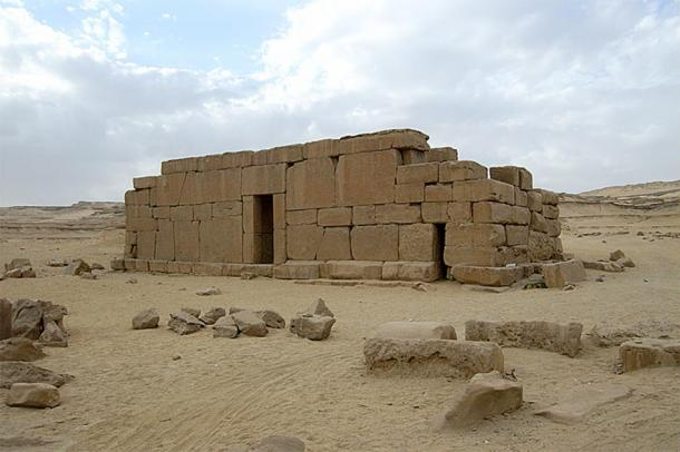 Temple using polygonal masonry technique. Qasr el-Sagha, el-Fayyum, Libyan desert, Egypt. (CC BY-SA 3.0)