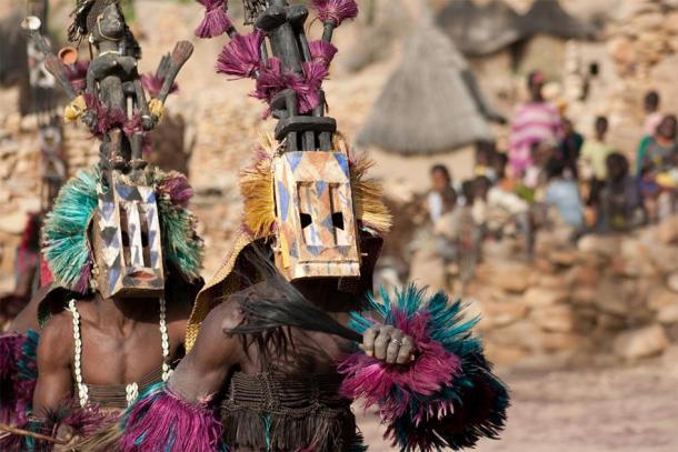 Satibe mask and the Dogon dance, Mali (michelealfieri / Adobe Stock)