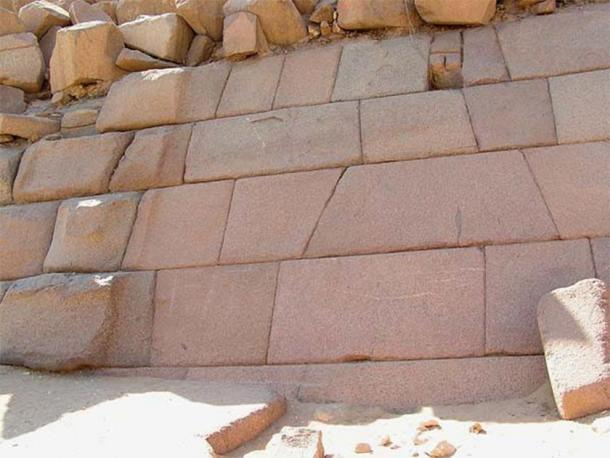Category 4 Cyclopean wall at G3 , Egypt (Lee Anderson / grahamhancock.com)
