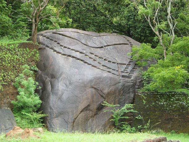 "An example of similar grooved notches at Sigiriya, appearing to be ""pressed"" directly into the rock's hard surface with apparent ease. Their purpose - unknown. Comparable notches are seen worldwide throughout other ancient and unexplained sites. (Michael Gunther / CC BY-SA 4.0)."