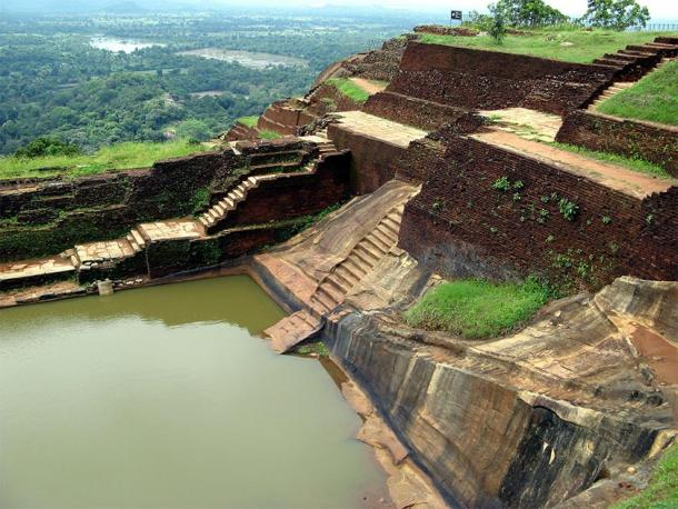 Another angle clearly shows the stepped pyramid construction method on top of the Sigiriya Citadel. Notice the precision-cut stairways, cut straight from the bedrock, leading directly into what has been labelled the 'swimming pool'. (Michael Gunther / CC BY-SA 4.0)