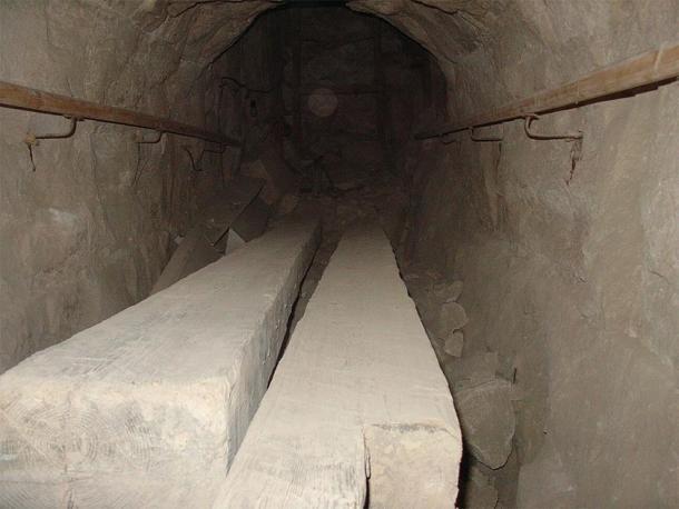 Ancient wooden beams still inside the Bent Pyramid of Sneferu at Dashur. (Ivrienen / CC BY 3.0)