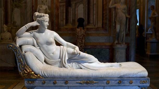 The thankfully intact marble sculpture of Paolina Bonaparte Borghese as 'Venus Victrix' by Antonio Canova, in the Galleria Borghese, Rome.  (CC BY-SA 4.0)