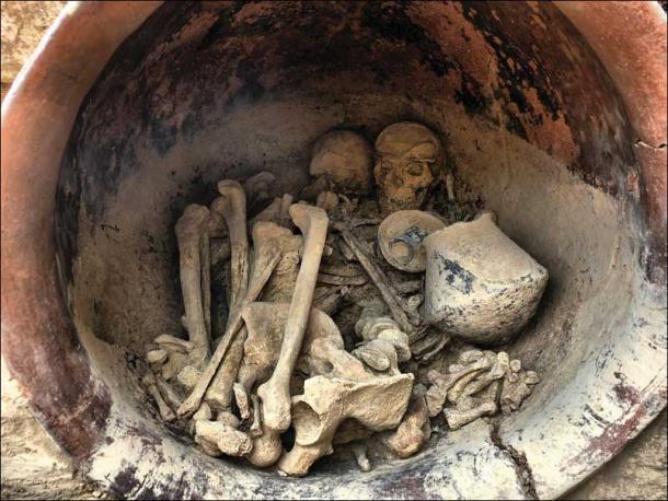 View of the interior of the grave, note the diadem on the female skull. (credit: Arqueoecologia Social Mediterrània Research Group, Universitat Autònoma de Barcelona/Antiquity Publications Ltd)