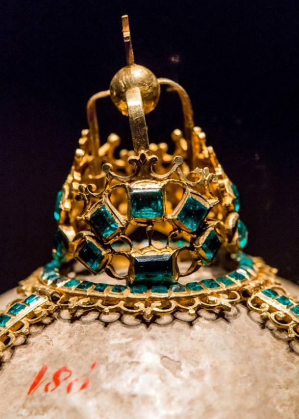 A jeweled bezoar