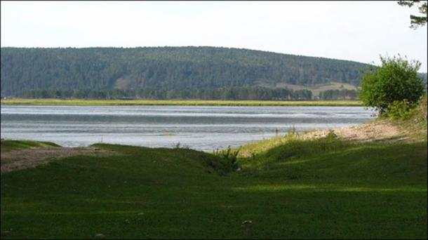 Famous Mal'ta and Buret are located in about 25 kilometres from each other, close to Lake Baikal.