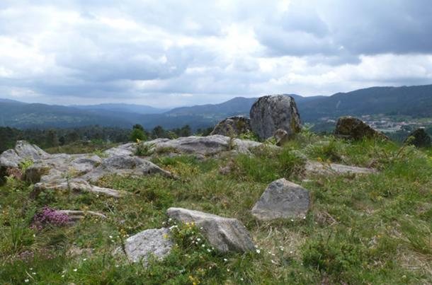 he landscape of Campo Lameira in Galicia, with plenty of rocks left lying about by nature, inviting humans to draw on them.