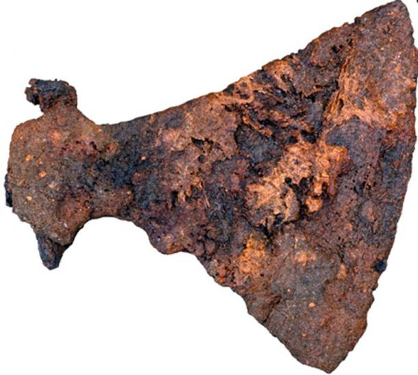 Archaeologists found a large axe buried in one of the men's graves