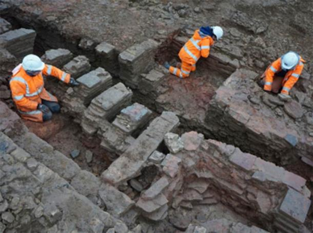 The large tile kiln being excavated. (Oxford Archaeology East)