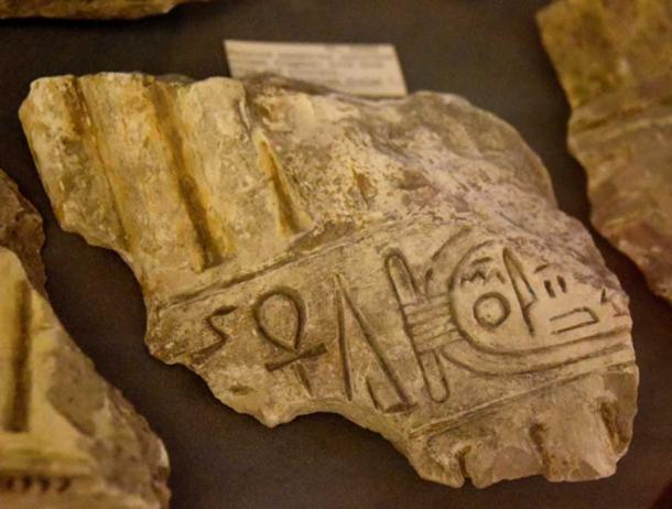 A limestone column fragment bears an early name of the Aten within a cartouche. Petrie Museum, London. (Photo: Osama Shukir Muhammed Amin FRCP(Glasg)/CC BY-SA 4.0)