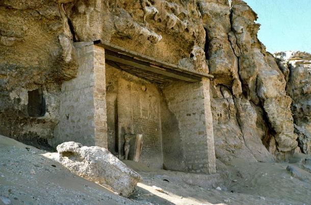 A stele under a lintel at Amarna
