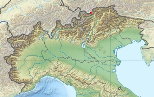 Blank physical map of Northern Italy. Red dot marks the location of where Ötzi was discovered.