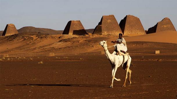 The Meroe Sudanese Pyramids in north-eastern Sudan are located 500 meters from the waters of the Blue Nile. The archaeological site is home to close to two hundred pyramids and was once the ancient burial site of the Kingdom of Kush. (Retlaw Snellac / CC BY 2.0)