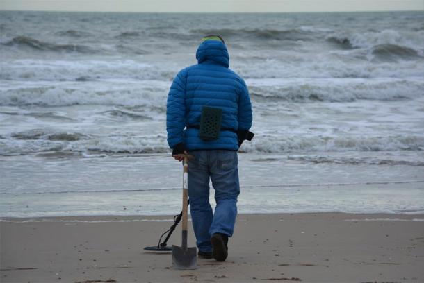 Metal detecting had been a popular hobby since the late 1970s. (CC0)