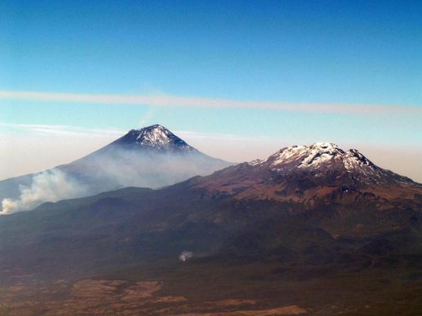 Iztaccíhuatl and Popocatépetl.