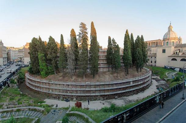 After years of misuse, and being taken over by nature, the Augustus tomb was closed to the public more than fourteen years ago. It has now been rehabilitated thanks to a costly investment. (TIMnewsroom / CC BY 2.0)