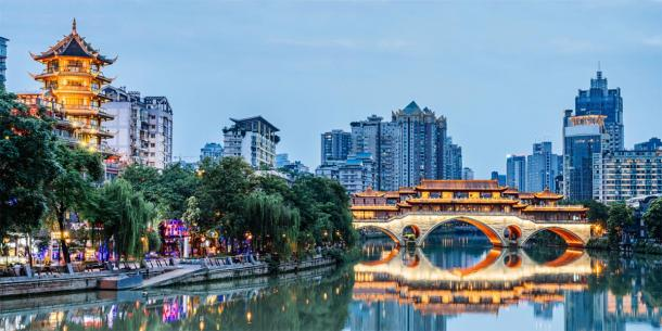 Modern day Chengdu city with hint of ancient architecture. (Govan / Adobe stock)