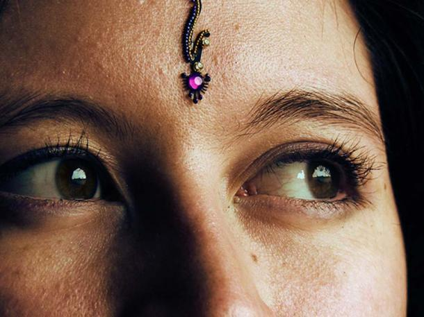 A modern decorative bindi.