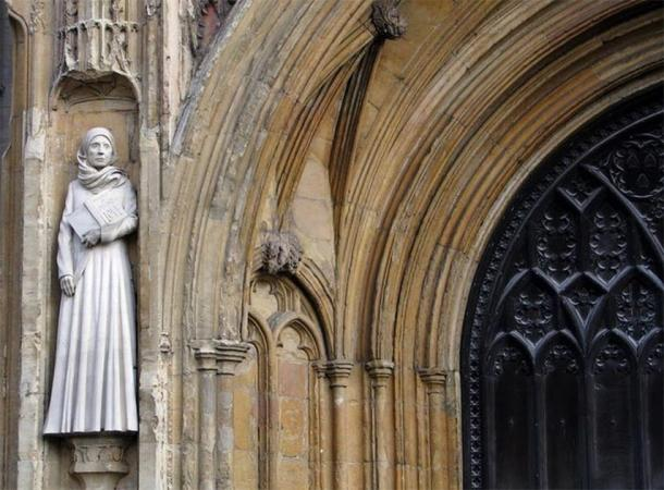 Modern statue of Julian of Norwich at the west entrance to Norwich Cathedral. Evelyn Simak, CC BY-ND