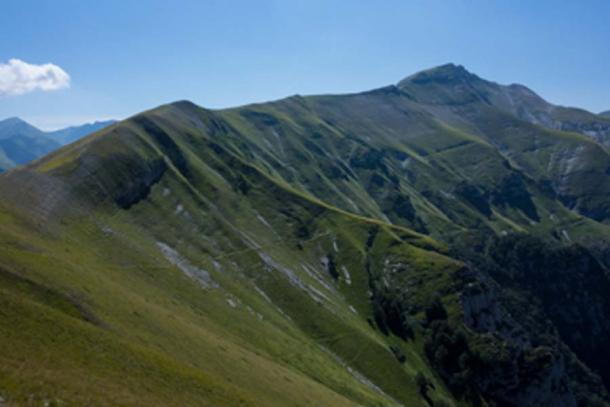 The Apennines in central Italy are part of the shaved-off remnants of the ancient continent of Greater Adria, tectonic sleuthing has revealed. (Marcel Oosterwijk / CC BY-SA 2.0)