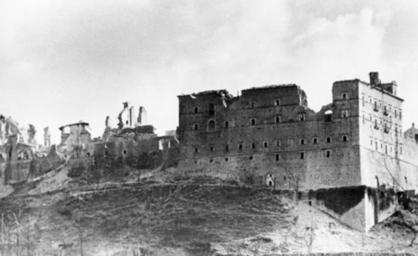 Monte Cassino, home of the Benedictines, in ruins after Allied bombing in February 1944. (Bundesarchiv, Bild 146-2005-0004 / Wittke / CC-BY-SA 3.0)