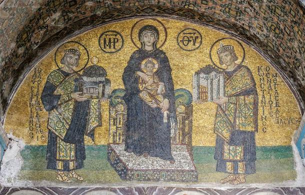 Mosaic at the southwestern entrance mosaic of the former basilica Hagia Sophia of Constantinople (Istanbul, Turkey) with the Virgin Mary in the middle holding the Child Christ on her lap. (Public domain)