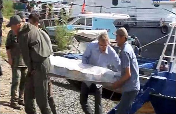The mummy on way from the burial site to laboratory. Pictures: Alexander Gusev