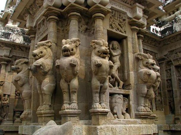 Typical design of pillar with multi-directional mythical lions. Kailasanathar Temple.