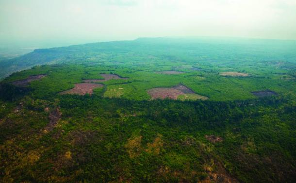 An oblique aerial view of the Phnom Kulen plateau and Mahendraparvata