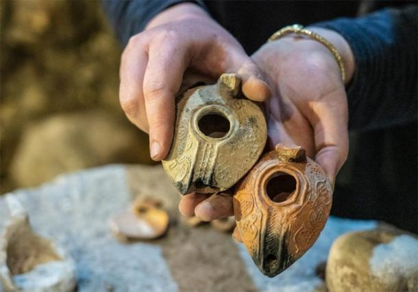 Oil lamps were discovered in the subterranean chambers at Jerusalem's Western Wall. (Yaniv Berman/IAA)
