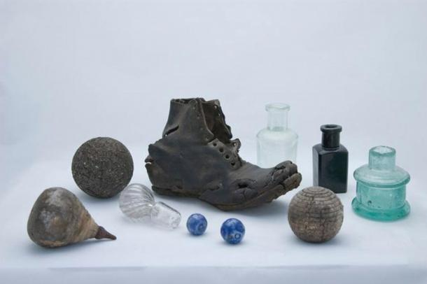 What can old shoes and dead cats tell us about Australia's convict past? Ian Evans