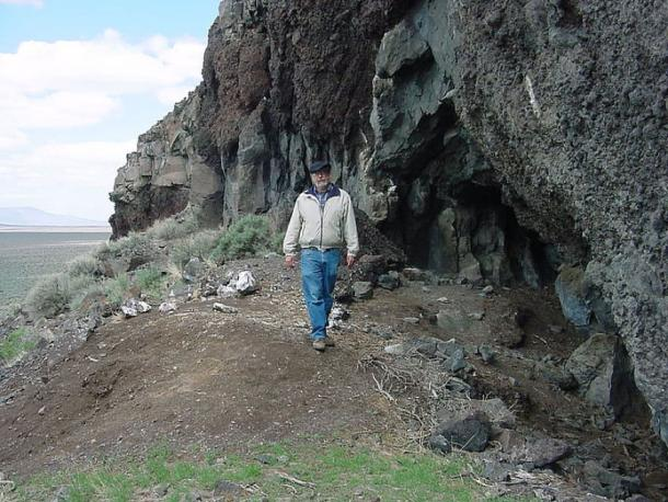 Some of the oldest human remains in North America were found at Paisley Caves, above the Summer lake plain, Oregon. (Public Domain)