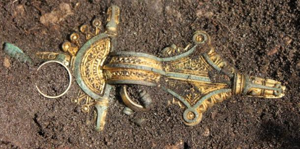 Photo from the excavation of one of five caches of 5th century jewellery found at Sandby borg in 2010