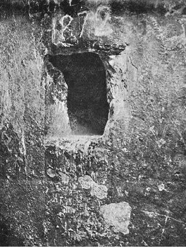 Opening to the King's Chamber shaft. Morton Edgar, 1910.