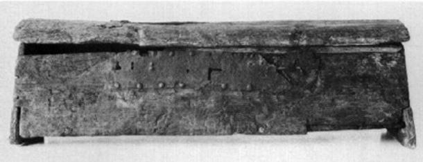 Front view of the original Mastermyr chest.