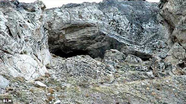 The outside of Lovelock Cave