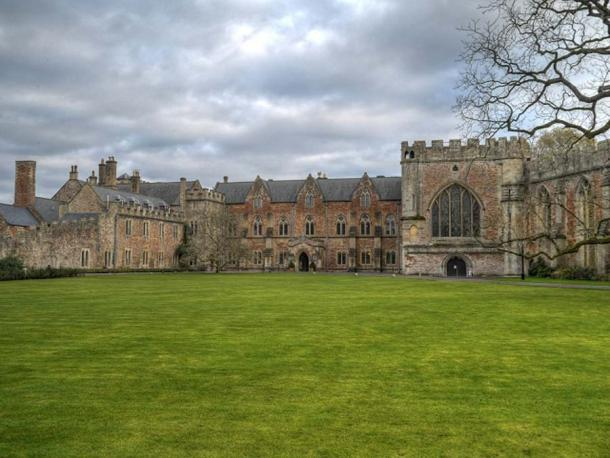 The Bishop's Palace and accompanying Bishop's House at Wells. (David Dixon/CC BY-SA 2.0) In the Middle Ages a Bishop of Bath and Wells would have resided here and also used the Wiveliscombe palace.