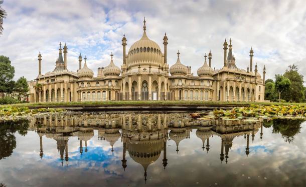 Panorama of Royal Pavilion, Brighton, England (Alexey Fedorenko / Adobe Stock)