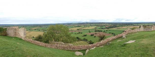 The panoramic views from Beeston Castle (Winstone, M / CC BY-NC 2.0)