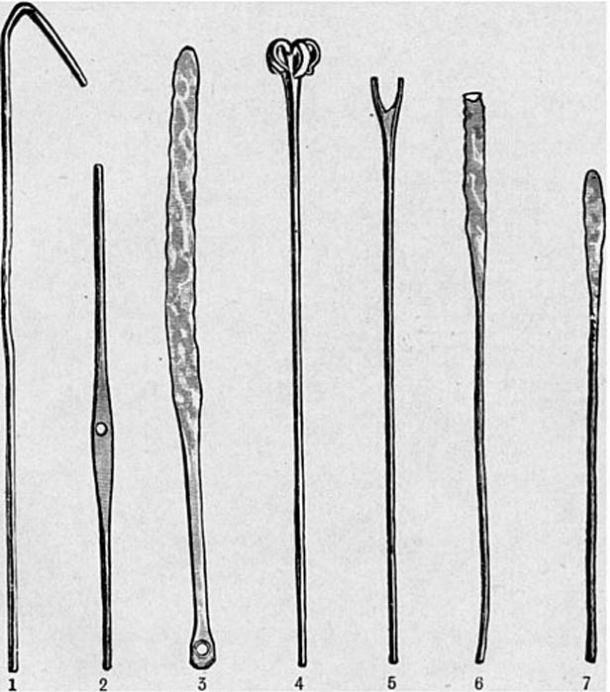 The smaller parts that made up the model of the boat. 1. Boat hook 2. Mast yard 3. Steering oar 4. Small grappling iron 5. Forked implements 6. Square ended oars 7. Oars.