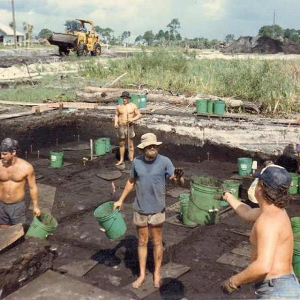 People Digging.