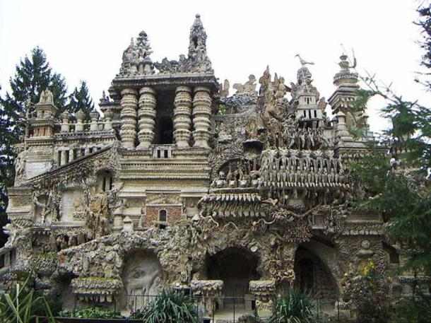 A photo of the Palais Idéal.