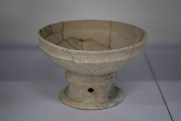 A graceful piece of Qujialing culture pottery excavated at the Jijiaocheng Site. (Xinhua News Agency)